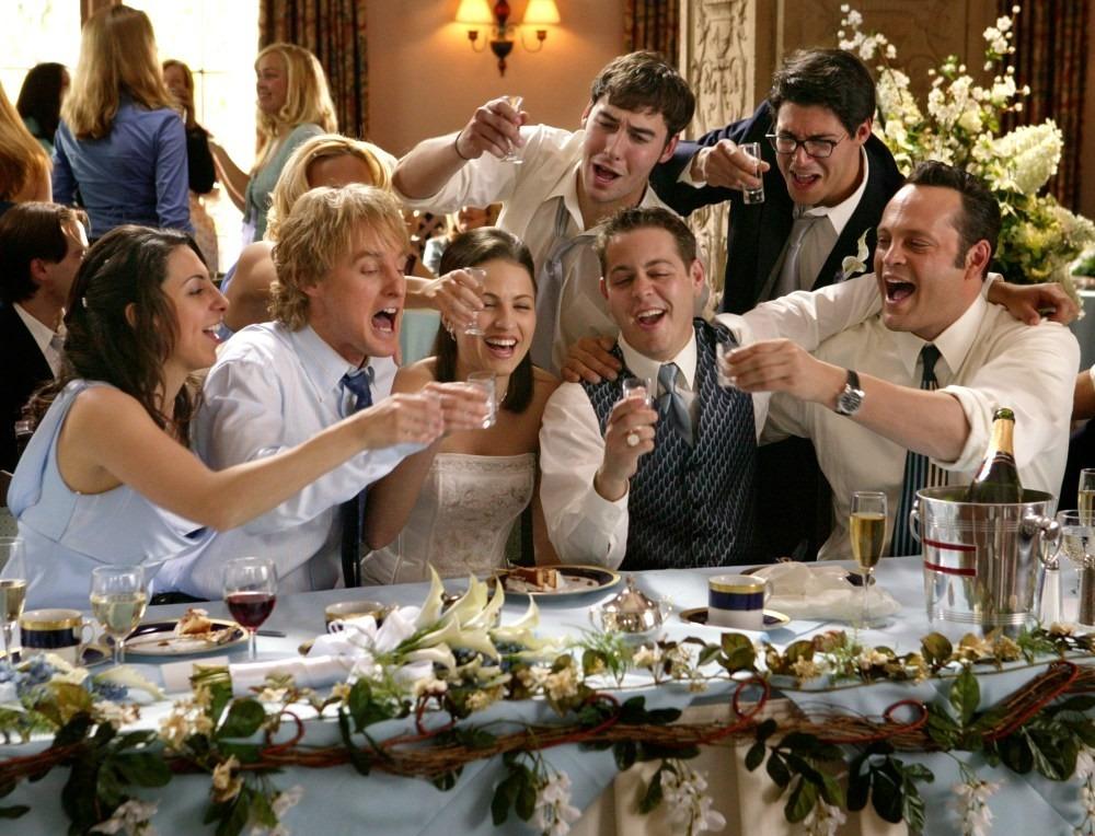 Размещение гостей за столом на свадьбе